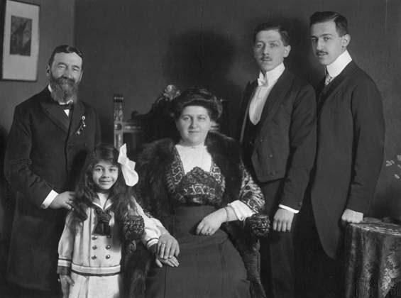 Kisch family portrait in Prague: Alexander, Mizzi, Charlotte, Guido, and Bruno (l-r)