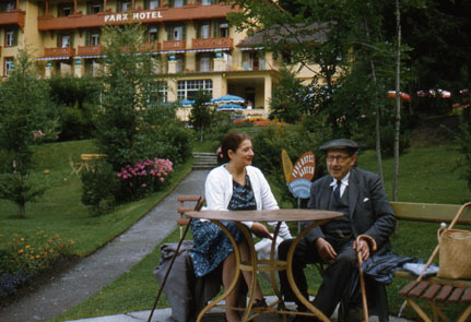 Guido Kisch outside Park Hotel with his wife